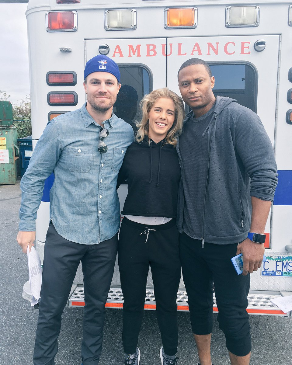 stephen-amell-caity-lotz-e-deathstroke-no-episodio-100-de-arrow4