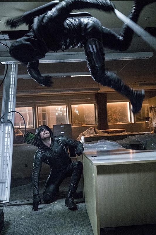 Arrow S05E09 - Mid Season