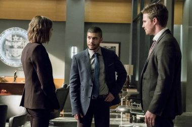 Arrow S05E13 Spectre of the Gun