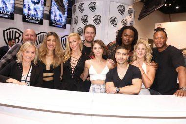 Fotos da sessão de autógrafos do elenco de Arrow na SDCC 2017
