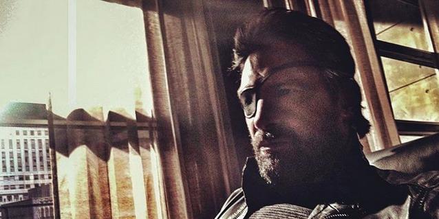Manu Bennett compartilhou uma foto dos bastidores sexta temporada de Arrow