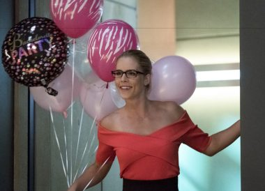 Felicity no episódio de The Flash S04E05 Girls Night Out