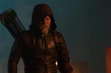 Stephen Amell promete um cavanhaque digno de Green Arrow