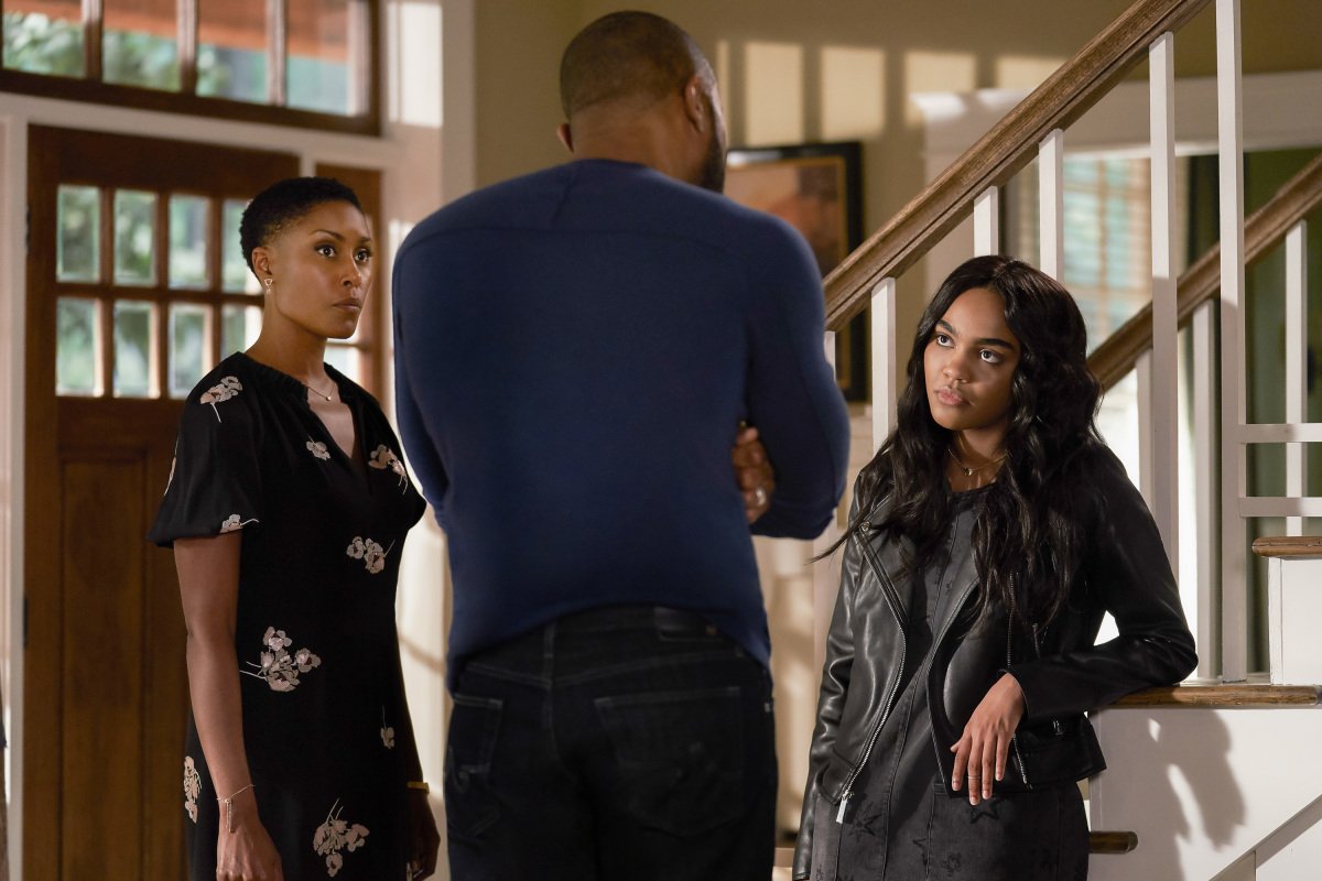 Black Lightning S01E05 And Then the Devil Brought the Plague: The Book of Green Light