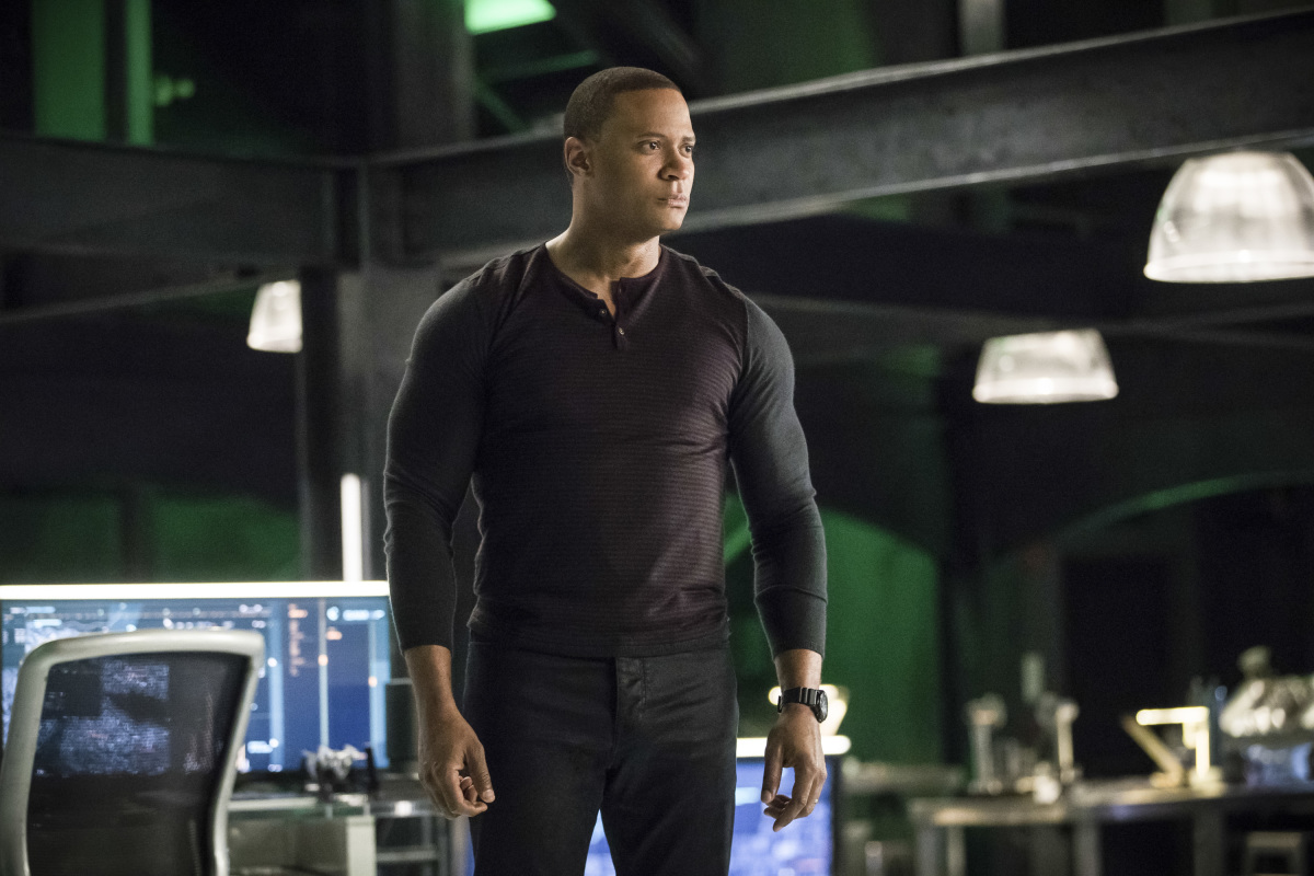 Arrow S06E17 Brothers in Arms