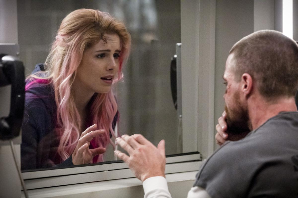 Divulgada fotos da season premiere de arrow Inmate 4587