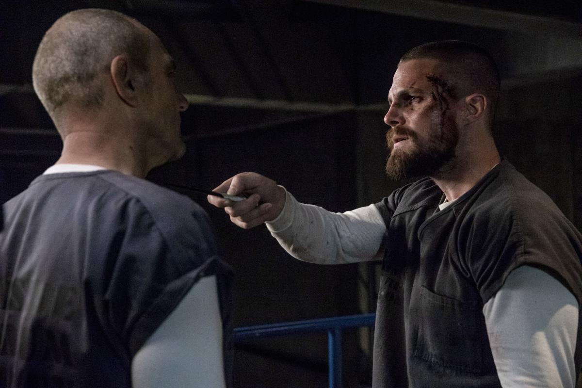 Arrow S07E03 Crossing Lines