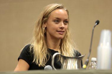 Batwoman | Rachel Skarsten foi escalada para interpretar a vilã Alice