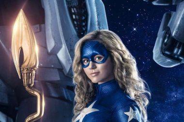 StarGirl | Primeira imagem da Brec Bassinger com o uniforme clássico da Stargirl