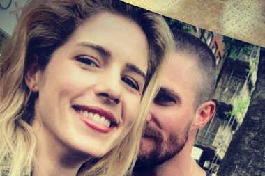 Arrow | Stephen Amell postou um tributo a Emily Bett Rickards
