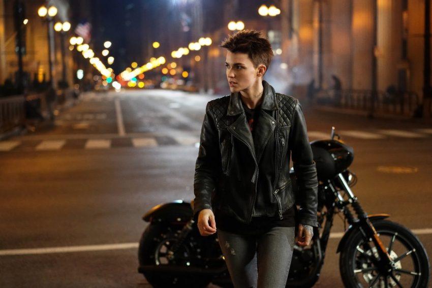 Batwoman  Descrição oficial e duas fotos oficiais da série