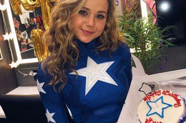 Stargirl | A Brec Bassinger mostrou o novo visual do traje de Stargirl
