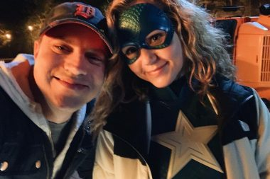 Stargirl | Nova imagem de Brec Bassinger como Stargirl