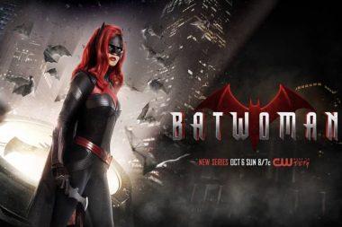 Batwoman | Novas promo artes da comic-con com o batsinal