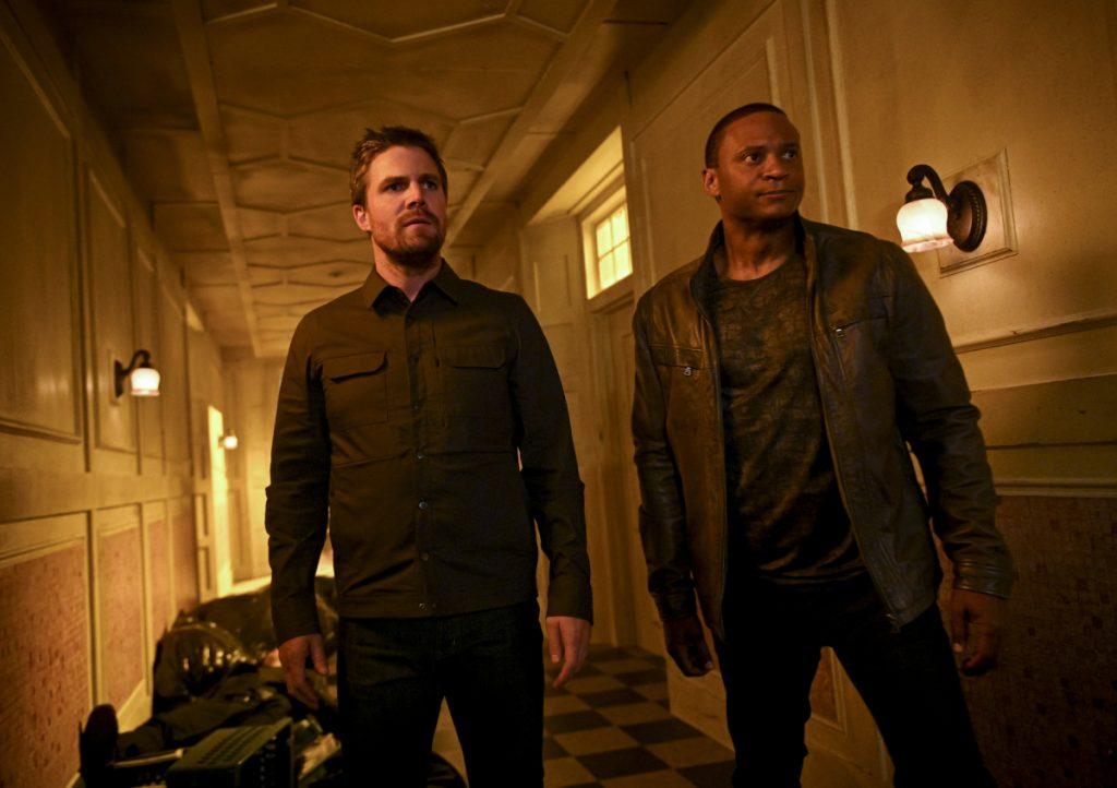Arrow | Promos do episódio Welcome To Hong Kong S08E02 | Oliver e diggle