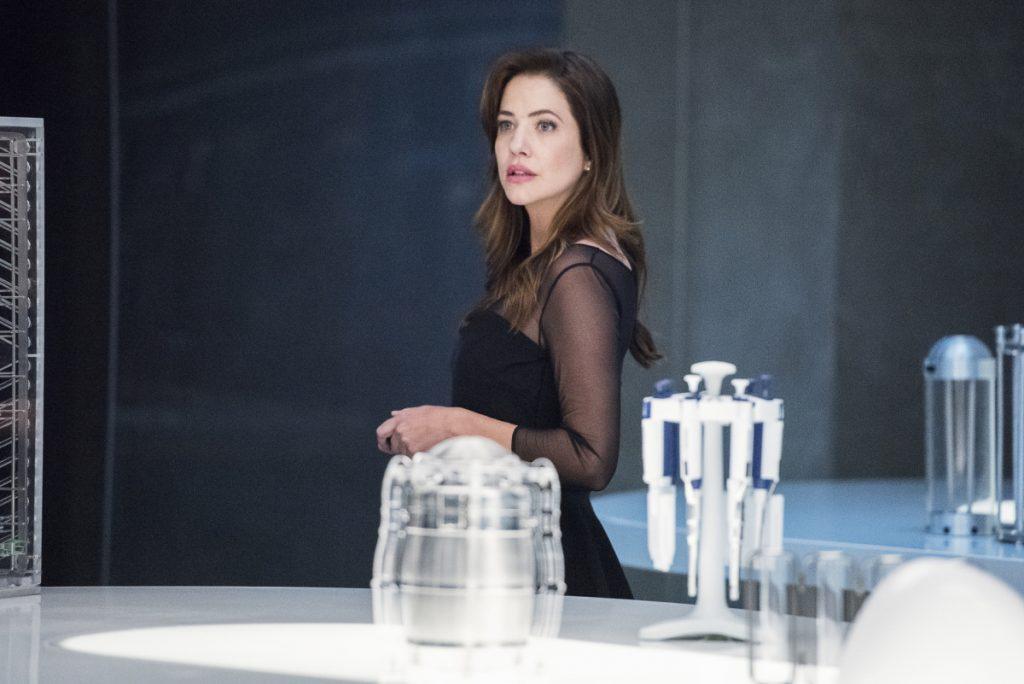 "Supergirl | Promos do episódio ""Stranger Beside Me"" S05E02 | Julie Gonzalo"