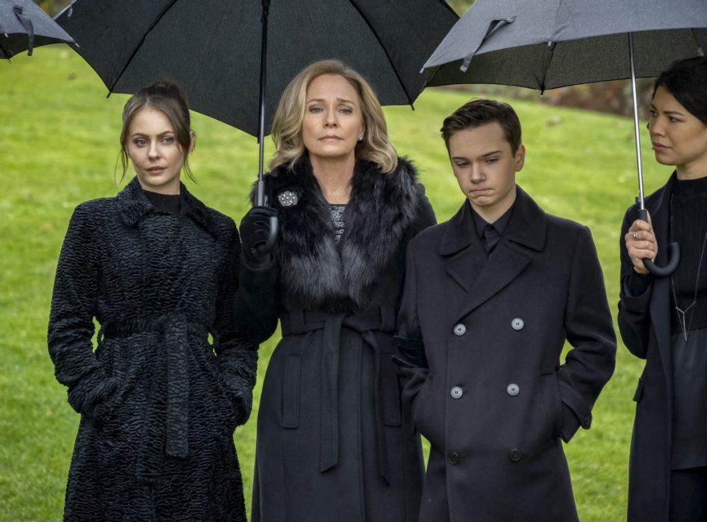 Arrow | Promo do último episódio de arrow S08E10 Fadeout | Enterro Moira, Thea and William