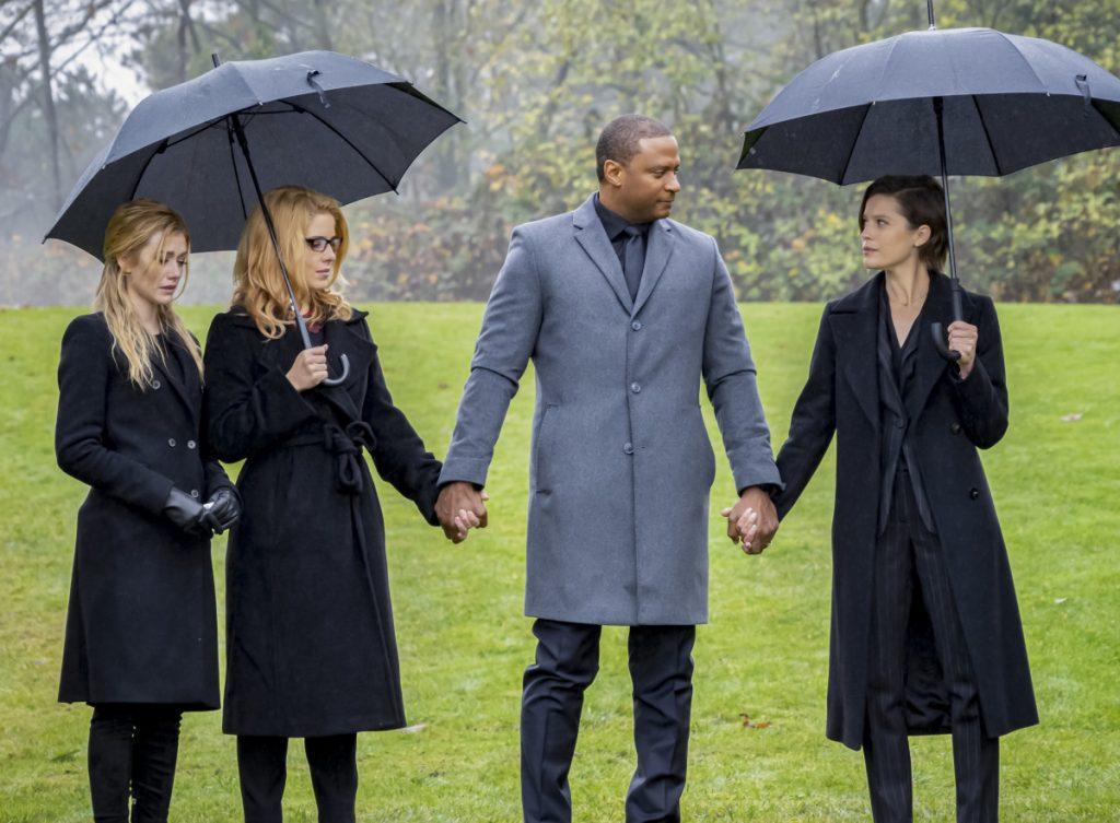 Arrow | Promo do último episódio de arrow S08E10 Fadeout | Enterro