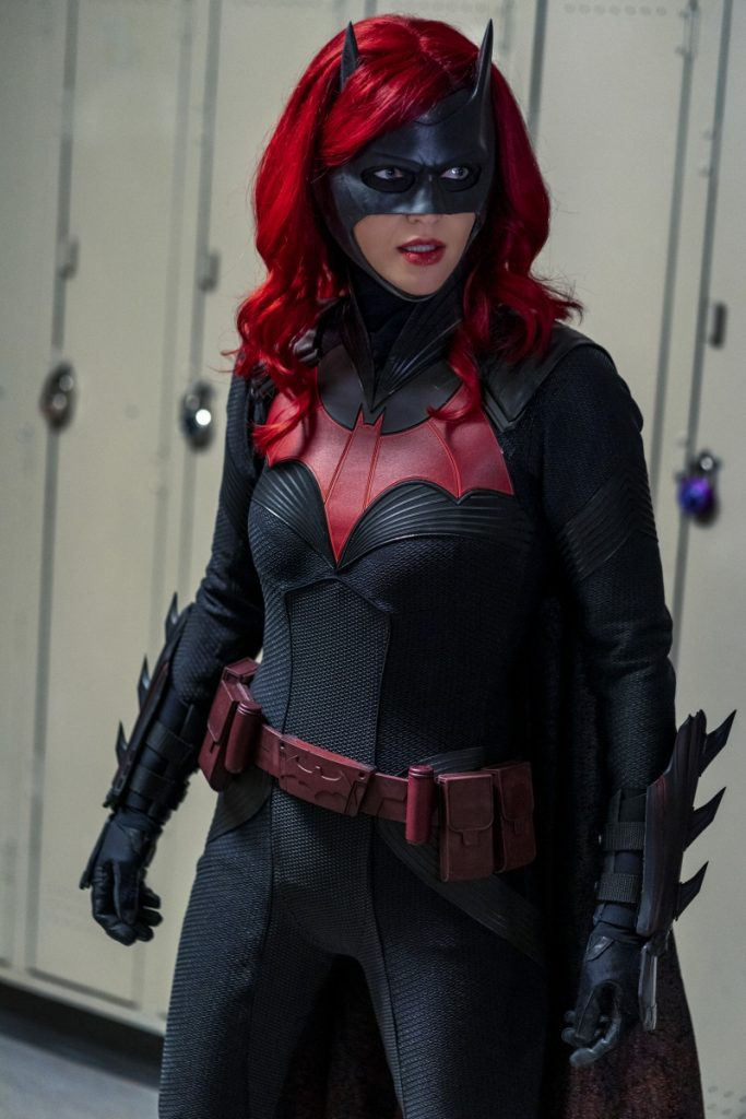 Batwoman | Promo do S01E10 How Queer Everything Is Today!