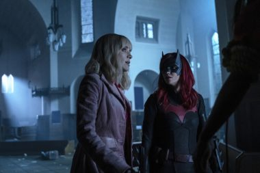 Batwoman   Promos do episódio S01E13 Drink Me