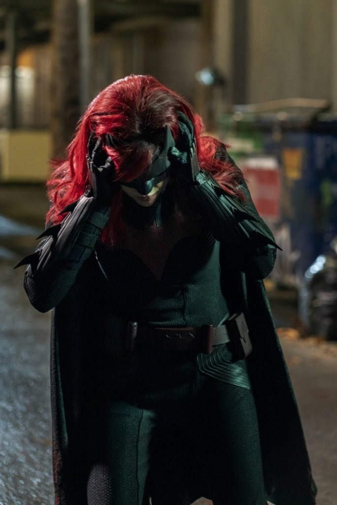 Batwoman | S01E16 Trough the looking glass
