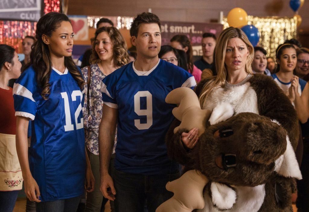 Promos do episódio S05E12 Freaks and Greeks