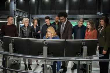 Arrow   Promo do último episódio de arrow S08E10 Fadeout   Todo mundo reunido